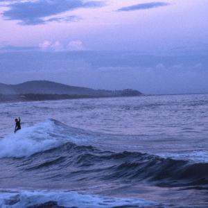 Surfisti invernali alla baia delle Rocchette