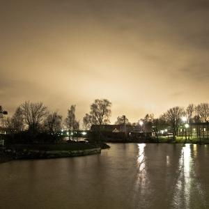 Notte nei canali tra le isole di Suommenlina, Helsinki