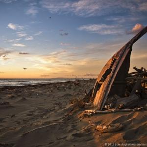 Prua sulla spiaggia allo scoglietto