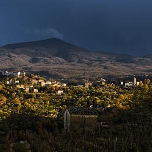 Panorama del Monte Amiata, con il paese di Montegiovi e Castel del Piano