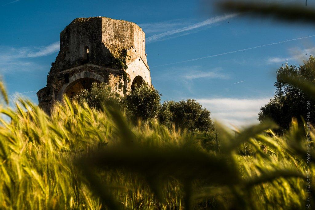 San Bruzio isola di pietra nel verde