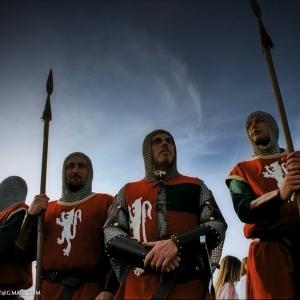 Soldati presidiano le sponde del canale durante il passaggio dei canottieri e la barchetta di San Guglielmo di Malavalle.