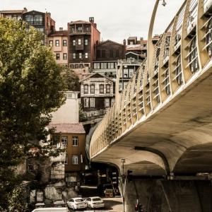 Il nuovo ponte della metro trafigge il Fatih