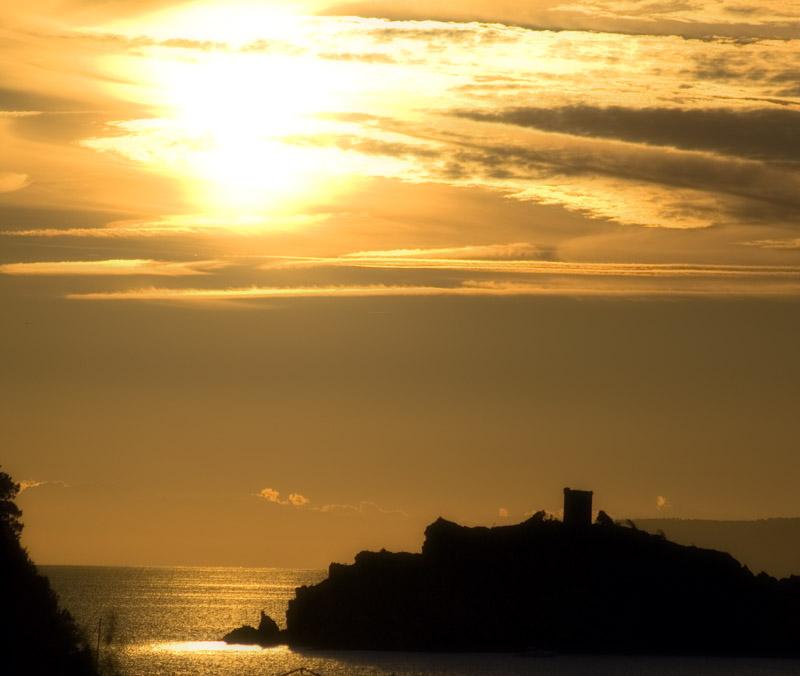 L'isola della Troia, diplomaticamente