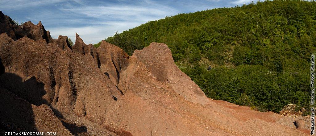 le roste, scarti delle miniere di rame sul torrente merse