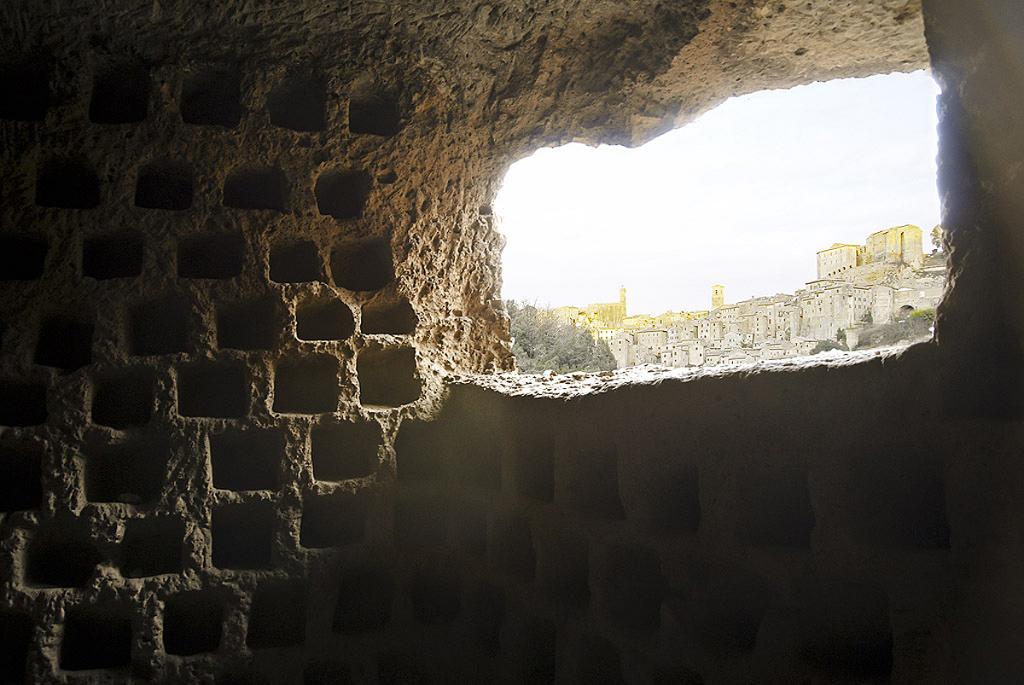 Sorano, la città scavata